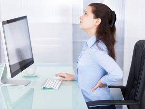 2 mẹo hay chữa đau lưng cho dân văn phòng